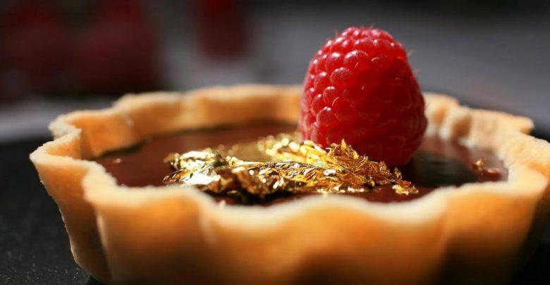 Chocolate-tart-with-gold-Leaf-talajavaher-industry-magazine