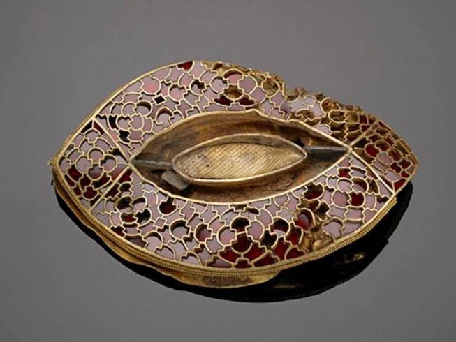 https://www.ancient-origins.net/sites/default/files/styles/large/public/beautiful-gold-artifact.jpg?itok=xOjE8cfS