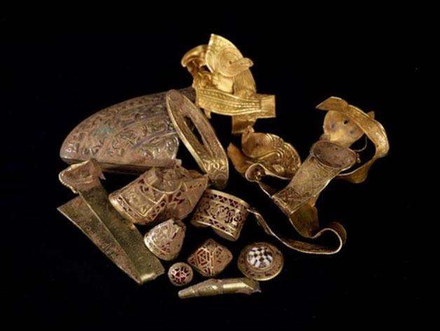 https://www.ancient-origins.net/sites/default/files/styles/large/public/gold-artifacts-Staffordshire-Hoard.jpg?itok=doLyfl0J
