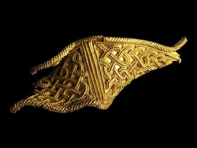 https://www.ancient-origins.net/sites/default/files/styles/large/public/Bent-gold-artifact.jpg?itok=wY1kRX3l