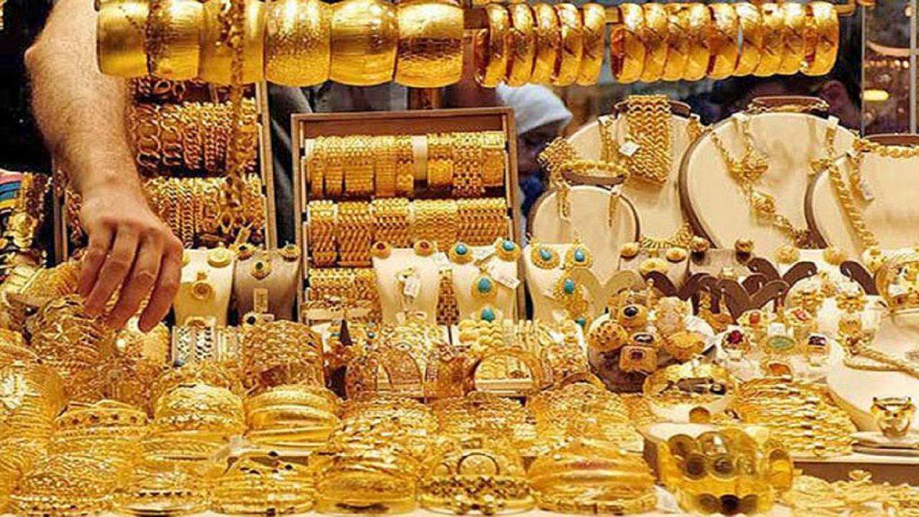 رییس اتحادیه طلا و جواهر تهران با اشاره به ادامه رشد قیمتها در بازار طلا، بیان کرد: امروز در ادامه روند صعودی قیمتها در بازار، سکه با حدود ۷۰۰هزار تومان افزایش، کانال جدیدی را ثبت کرد و به ۱۵میلیون تومان رسید.